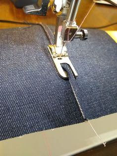 Sewing Techniques Couture How to do a flat felled seam on jeans - Attaining a clean finish on your handmade garments is easier than you might think, and I'll show you three ways to sew a flat felled seam. Sewing Basics, Sewing Hacks, Sewing Tutorials, Sewing Crafts, Sewing Tips, Dress Tutorials, Flat Felled Seam, Techniques Couture, Sewing Lessons