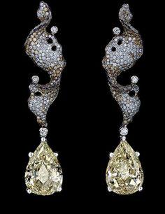 Jewellery Theatre 'Elements' Earrings. 18K White Gold, 1 diamond 7,01-7,04 ct, 1 diamond 6,02-6,05 ct, 392 diamonds 1,75-1,78 ct, 360 coloured diamonds 1,80-1,84 ct