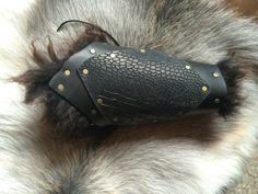 Dragon Leather Bracer Black Fur. von Elbengard auf Etsy