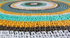 crochet rug in zpagetti, single-crochet