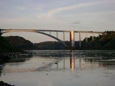 PUENTE DE LA AMISTAD, sobre rio Paraná. Une Ciudad del Este (Paraguay) y Foz do Yguazu (Brasil).