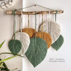 Zawieszenie z pierza Macramé Macrame Wall Hanging Diy, Macrame Art, Macrame Projects, Macrame Knots, Micro Macrame, Macrame Wall Hangings, Macrame Mirror, Macrame Dress, Rope Crafts