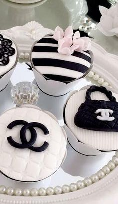 Breakfast at Miss Millionairess's Coco Chanel Cake, Chanel Cupcakes, Chanel Birthday Party, Chanel Party, Cupcake Cookies, Cupcake Toppers, Fondant Cupcakes, Cupcake Pictures, Bolo Cake