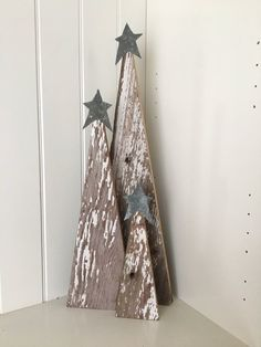 Cool 39 Superb Primitive Country Christmas Trees Ideas To Copy Right Now. Primitive Country Christmas, Country Christmas Trees, Christmas Wood Crafts, Wood Christmas Tree, Christmas Signs, Outdoor Christmas, Christmas Projects, Holiday Crafts, Christmas Holidays