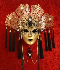 Elegant collection of gold masquerade masks. Pick from gold venetian masquerade masks perfect for men & women attending masquerade balls or parties. Venetian Masquerade Masks, Venetian Carnival Masks, Carnival Of Venice, Masquerade Ball, Venetian Costumes, Mask Face Paint, Venice Mask, Beautiful Mask, Masks Art