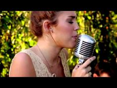 """Covering a favorite song - Miley Cyrus - The Backyard Sessions - """"Jolene"""" Miley Cyrus Songs, Song Of The South, Soundtrack, Pretty People, The Past, Backyard, History, Celebrities, Music"""