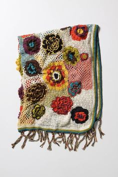 this crochet flower blanket makes me want to learn to crochet!