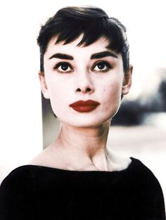 Audrey Hepburn was known for her signature cropped hair which was considered very European since America was obsessed with longer hair and lots of curls ! Full eyebrows and blue red lips - fantastic !