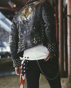 First-Rate Urban Wear Fashion Jackets Ideas Creative and Modern Tricks: Urban Fashion Menswear Men urban wear swag pants. Punk Fashion, Grunge Fashion, Urban Fashion, Fashion Menswear, Fashion 2017, Cheap Fashion, Biker Fashion, Fashion Women, Fashion Ideas