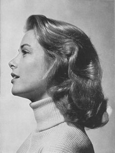 Princess Grace Foundation - Grace Kelly - American actress who, after marrying Prince Rainier III, became the Princess of Monaco. Hollywood Glamour, Classic Hollywood, Old Hollywood, Princesa Grace Kelly, Patricia Kelly, Philippe Halsman, Grace Kelly Style, Estilo Pin Up, Vintage Hairstyles