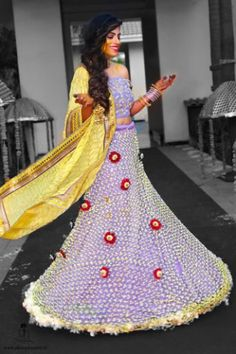 Indian Bridal Fashion Trend - Fresh Flower Fashion - 6 Trending Ways to Wear Flowers at your Wedding - Witty Vows Bridal Mehndi Dresses, Mehendi Outfits, Indian Bridal Outfits, Indian Bridal Lehenga, Indian Bridal Fashion, Red Lehenga, Indian Wedding Flowers, Designer Party Wear Dresses, Indian Fashion Trends