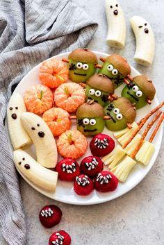 Halloween Fruit, Halloween Breakfast, Halloween Snacks For Kids, Halloween Treats For Kids, Halloween Baking, Holiday Snacks, Halloween Dinner, Halloween Desserts, Haloween Snacks
