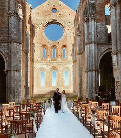 Beautiful ceremony with olive decorations in San Galgano Abbey #wedding #sangalganowedding #bride #sangalganoabbey #bryllup #weddingitaly #weddingtuscany #destinationwedding #abbaziadisangalgano #bouquet #brudebukett  #bryllupiitalia #blomster #bryllupsinspirasjon #bryllupsdag #bryllupsfoto #bröllop#blikkfangerne #olivedecoration #oliverunner #bryllupsinspirasjon#bryllupsdag#bryllupsfoto#bryllupsfest#vielse #weddingceremony Italy Wedding, Tuscany, Wedding Ceremony, Destination Wedding, Wedding Decorations, Bouquet, Europe, San, Weddings