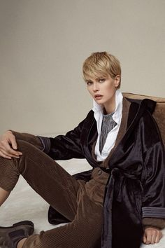 The complete Brunello Cucinelli Fall 2018 Ready-to-Wear fashion show now on Vogue Runway.