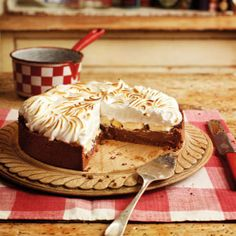 This sensational tart will be met with sighs of appreciation. Search triple tested recipes from the Good Housekeeping Cookery Team. Banana Recipes, Tart Recipes, Snack Recipes, Dessert Recipes, Sweet Pie, Sweet Tarts, Köstliche Desserts, Delicious Desserts, Pastries