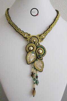 Girocollo soutache con perle swarovski, madreperla lavorata a foglia cristalli e perle occhio di tigre. Design Giada Zampar - Opificio77 -