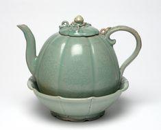청자 주자와 받침, 고려 12세기  영국 피츠윌리엄박물관 Pottery Pots, Ceramic Pottery, Ceramic Art, Korean Art, Tea Pots, Diy And Crafts, Porcelain, Ceramics, Traditional
