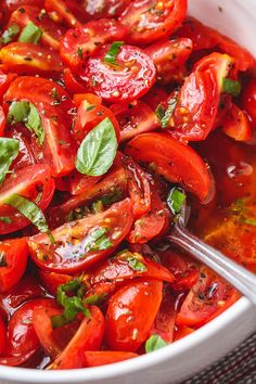 Marinated Cherry Tomato Salad - Really, reeeeeeally delicious! A super simple tomato salad with a punch of flavor. - by salad salad salad recipes grillen rezepte zum grillen Cherry Tomato Recipes, Cherry Tomato Salad, Tomato Salad Recipes, Healthy Salad Recipes, Cherry Tomatoes, Vegetarian Recipes, Cooking Recipes, Baby Tomatoes, Recipes With Grape Tomatoes