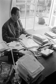 Albert Camus--writing space at home. Albert Camus, Writers Desk, Writers Write, Gabriel Garcia Marquez, Writers And Poets, Dale Carnegie, Life Quotes Love, Book Authors, My Books