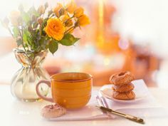 Morning Coffee, Good Morning, Tea Gif, Happy Thursday, Coffee Love, Beautiful Roses, Moscow Mule Mugs, Table Decorations, Tableware
