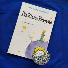 Günaydın. Güzel bir Salı günü olsun.  Gün 19. Afrikaans: Die Klein Prinsie  1957 yılında J. P. L. Krige çevirisiyle A. A. Balkema tarafından Cape Town'da basıldı.  Küçük Prens kitabının Afrika kıtası dillerinde ilk baskısı Güney Afrika Cumhuriyet'inde Afrikaans dilinde yapılmıştır.  #kucukprens #küçükprens #hergün1küçükprens #lepetitprince #theittleprince #elprincipito  #opequenoprincipe #derkleineprinz #ilpiccoloprincipe #b612 #koleksiyon #collection #kitap #kitapokuma #exupery…