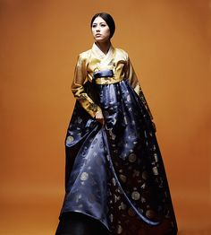 After making a cotton hanbok with Folkwear's pattern , I wanted to try doing something more elaborate with traditional Korean fabrics. The f...