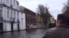 Passeando pelos canais  de Bruges na Bélgica