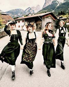 #Sunday Skip 2015 #Heimat  @ellenvonunwerth tsc.hn/06355in #EllenvonUnwerth #Bavaria #Bayern #festive #Germany #dirndl #germanculture #traditionaldress