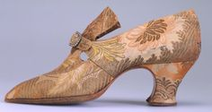 Pietro Yantorny shoes - France Silk, rhinestone buckle Source by Shoes vintage Vintage Shoes, Vintage Accessories, Vintage Outfits, Vintage Fashion, Vintage Clothing, Edwardian Shoes, Romantic Outfit, Romantic Clothing, Beautiful Costumes