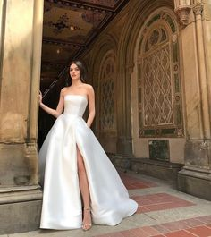 Dream Wedding Dresses, Bridal Dresses, Strapless Prom Dresses, Tulle Wedding, Bridal Lace, Boho Wedding, Ball Dresses, Ball Gowns, Pretty Dresses
