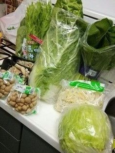 100万貯めた人が語る!失敗しない「まとめ買い」 | サンキュ! Cabbage, Vegetables, Food, Essen, Cabbages, Vegetable Recipes, Meals, Yemek, Brussels Sprouts