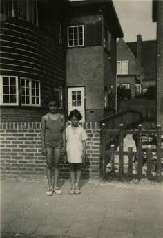 Anne and Margot Frank in Zandvoort 1934-35