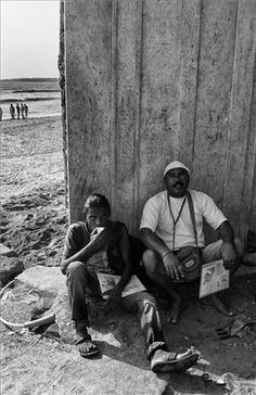 Two photographers by Juhu Beach(Trickle down #photography )  Where is photography going any views open discussion welcome   Exif Sony rx1 auto Iso 35 mm lens  post processed and size reduction  #beach #mumbai #india #monochrome #juhu  #chai #cutting #tea #drinker #photo #streetphotography #day #retro #trickle #down #economics  #streetphotography   #plusphotoextract   #photoextractplus