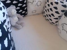 Černobílý polštářkový mantinel - handmade by EVAPE Handmade, Tatoo, Hand Made, Arm Work