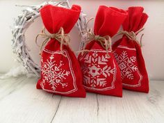 Christmas gift bags with handmade embroidery, gifts bags - 3 pieces, canvas santa sack, Gift red bags, Christmas bags with snowflakes. Christmas Gift Bags, Christmas Wrapping, Christmas Diy, Burlap Gift Bags, Shabby Chic Christmas, Red Bags, Favor Bags, Small Gifts, Quilting Designs