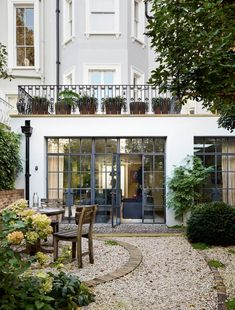 Patio and decking ideas for gardens small and large, from traditional brick paving to modern tiles and wooden decking- from House & Garden. London Townhouse, Townhouse Garden, London House, House Extension Design, House Design, Roof Extension, Garden Beds, Home And Garden, Balcony Garden
