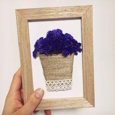 #재작질 #드라이플라워액자 #스타티스 #statice #드라이플라워 #꽃바구니 #daily #꽃스타그램 오랜만에 뚝딱뚝딱 재작질✂️ 벽에 쪼로로 붙여서 말려놓았던 스타티스로 꽃바구니 완성 예뻐 예뻐 Moss Wall Art, Moss Art, Diy Flowers, Paper Flowers, Moss Decor, Crafts To Make, Diy Crafts, 3d Quilling, Wedding Vases