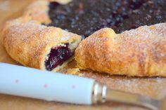 Výborný a křehký italský koláč, to je crostata. :) Těsto vytvoříte během pár minut, naplníte
