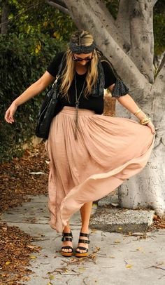 love this look: maxi skirt, oversized tee, long nl, scarf around the head, sandals.