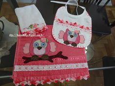 LOY HANDCRAFTS, TOWELS EMBROYDERED WITH SATIN RIBBON ROSES: Conjunto para menina em Patch Apliquê.