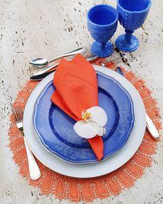 Friday Lunch! Almoço na casa da Sis @natashapinheiromg que faz os jogos americanos mais lindos  Pirei com esse de renascença laranja! #tableware #orangemood