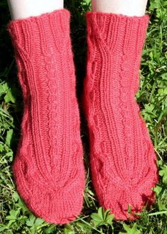 Ulla 03/09 - Ohjeet - Poimusukat Socks, Fashion, Moda, Fashion Styles, Sock, Stockings, Fashion Illustrations, Ankle Socks, Hosiery