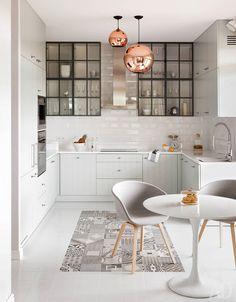Как оформить кухню: дерево и белые фасады, цветная мебель, геометрические узоры | Admagazine | AD Magazine
