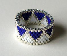Blaue und weiße Ring Zickzack Perlen Ring dunkel blau weiß und