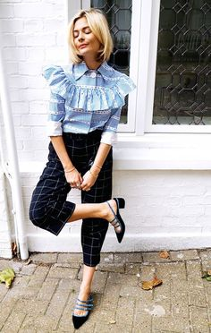Pandora Sykes wears a striped ruffle blouse with checkered cropped trousers. Fashion Mode, I Love Fashion, Womens Fashion, Fashion Trends, Fashion Outfits, Outfits Inspiration, Mode Inspiration, Blouse Volantée, Moda Outfits
