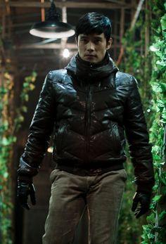 I Saw the Devil [2010] directed by Kim Jee-Woon, starring Lee Byung-Hun, Choi Min-sik, Jeon Gook-Hwan, Jeon Ho-Jin, and Oh San-ha.
