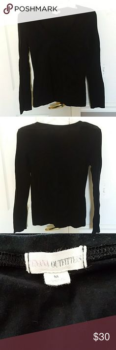 Zenana Outfitters black crew shirt Excellent condition. 95% cotton 5% spandex. Comes from smoke free and pet free home Zenana Outfitters Tops Tees - Long Sleeve
