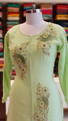 Embroidery Suits Punjabi, Embroidery On Kurtis, Kurti Embroidery Design, Embroidery Neck Designs, Hand Embroidery Dress, Embroidery On Clothes, Applique Dress, Zardosi Embroidery, Embroidered Kurti