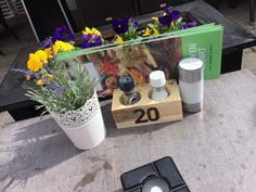 Voor hotel De Vossenberg in Vierhouten mochten wij menukaarthouders van sloophout maken met ingebrande tafelnummers.