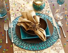 Unique Holiday Dinnerware Place Settings ǀ Pier 1 Imports Table Turquoise, Holiday Dinnerware, Deco Table Noel, Beautiful Table Settings, Christmas Table Settings, Napkin Folding, Decoration Table, Dining Room Table, Dining Room Decor Elegant